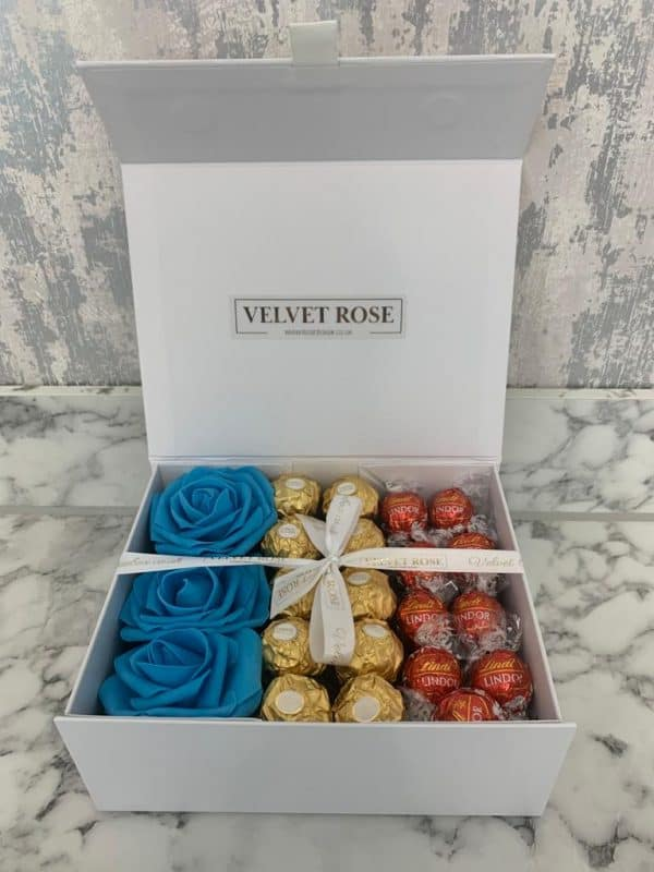 NUTS ABOUT CHOCOLATE & ROSES SMALL GIFT BOX