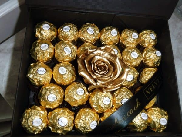 THE FERRERO INDULGE ROSES & CHOCOLATE GIFT BOX