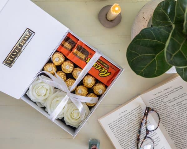 THE REESES ROSES & CHOCOLATE GIFT BOX