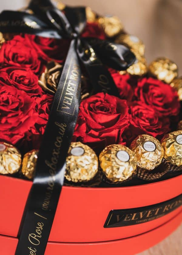 HEART OF ROSES – ETERNITY REAL PRESERVED RUBY RED & METALLIC GOLD ROSES & FERRERO ROCHER