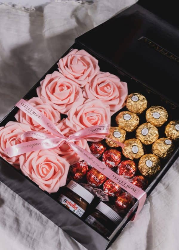 NUTS ABOUT CHOCOLATE & ROSES MEDIUM GIFT BOX